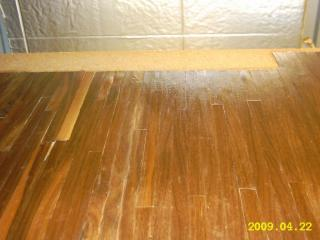 installing the hardwood flooring 011.JPG