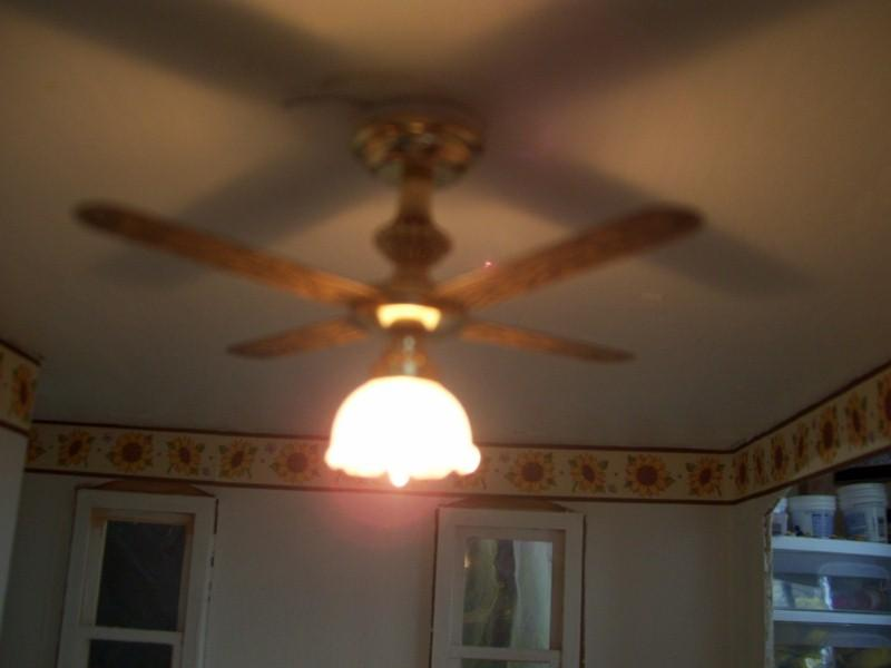 Installed kitchen light 007 (800x600).jpg