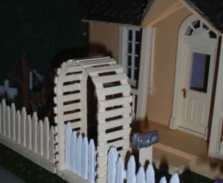 Puzzle house (half scale) - mailbox and fence