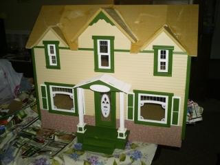Colleen made this dollhouse for a friend at work (her kit)