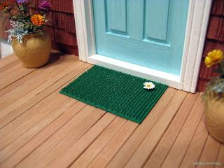 Grass door mat with daisy