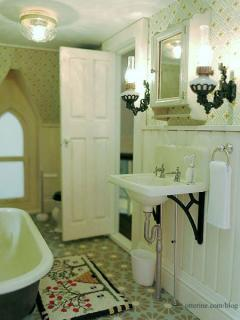 Vintage farmhouse bathroom - right side