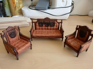 Re upholstered suite