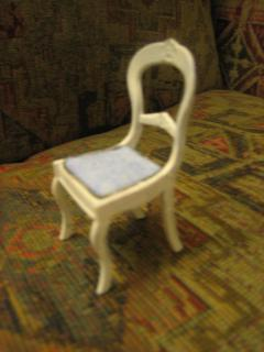 Chrysnbon chair side