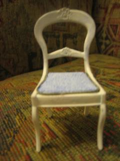 Chrysnbon Chair Front