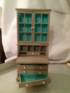 Realife Miniature Living Room Curio Shelf Kit
