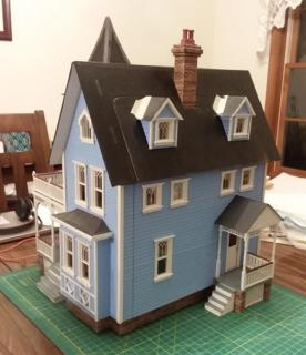 Fairfield Dollhouse - Front and Right Side.jpg